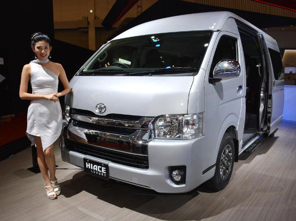 Mobil Travel Anyar Toyota