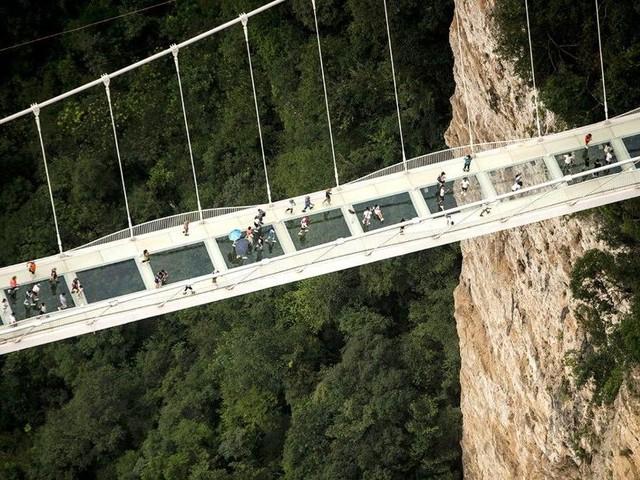 Foto: Jembatan di China Ini Bikin Jantung Mau Copot