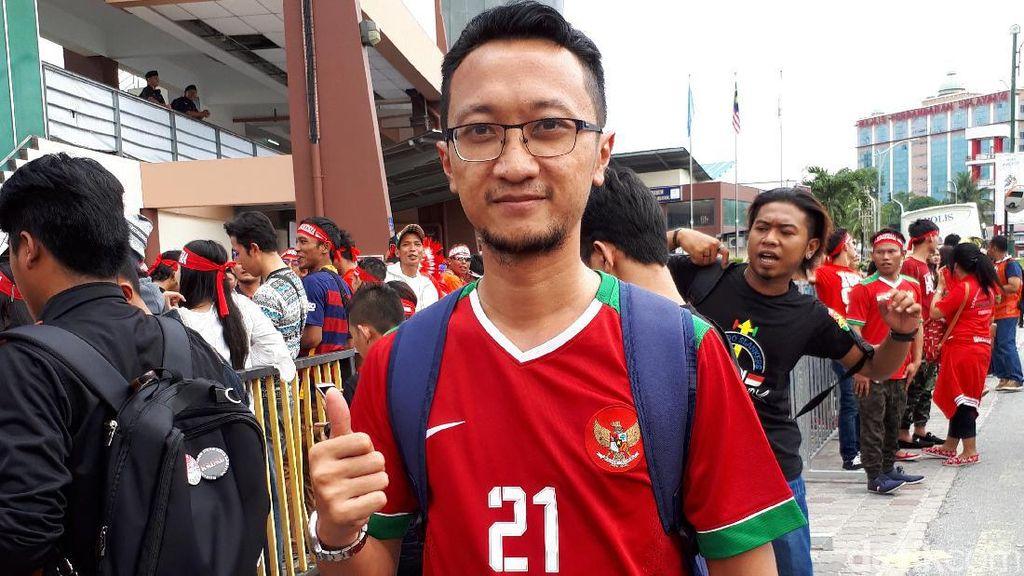 Terbang dari Bangkok demi Sehari bareng Timnas Indonesia