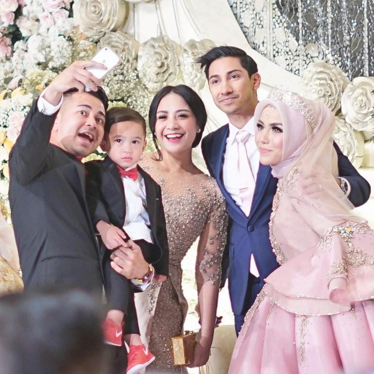 Foto Foto Pernikahan Mewah Medina Zein Dan Adik Ayu Azhari