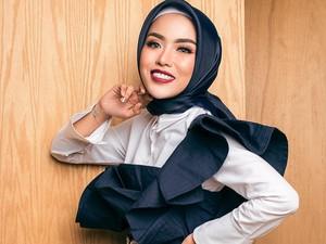Foto: Ini Medina Zein, Hijabers Miliuner yang Pikat Adik Ayu Azhari