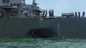 Kapal Militer AS Tabrakan dengan Kapal Tanker, Trump Kirimkan Doa