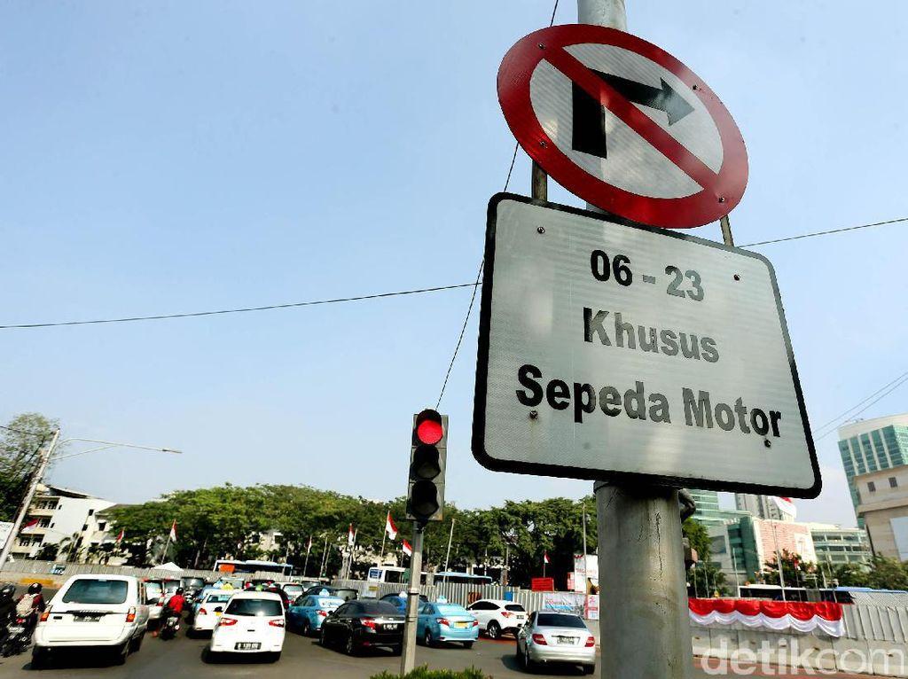 Gubernur DKI Harus Copot Rambu Larangan Motor Melintasi Jalan Thamrin