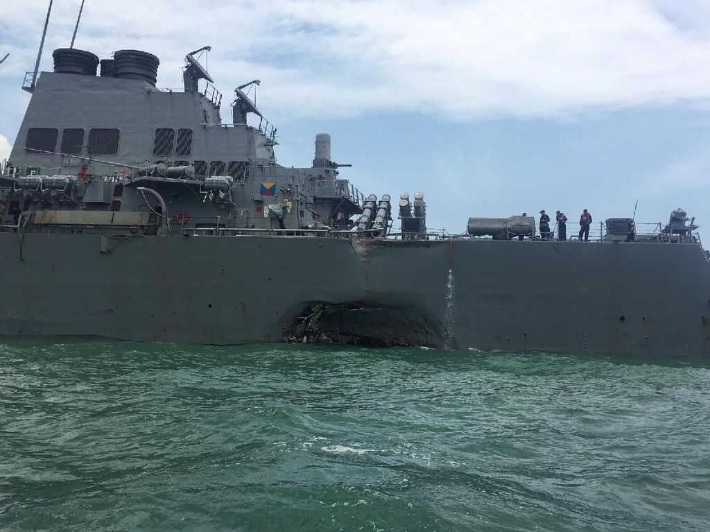 TNI AL Bantu Cari Korban Tabrakan Kapal AS di Selat Malaka