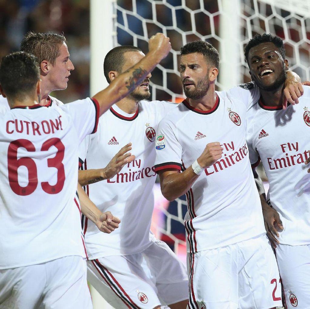 Milan Kalahkan 10 Pemain Crotone 3-0