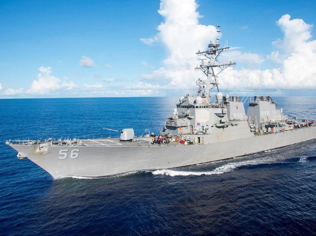 Kapal Perang AS Berlayar Dekat Pulau Dikuasai China di Laut China Selatan