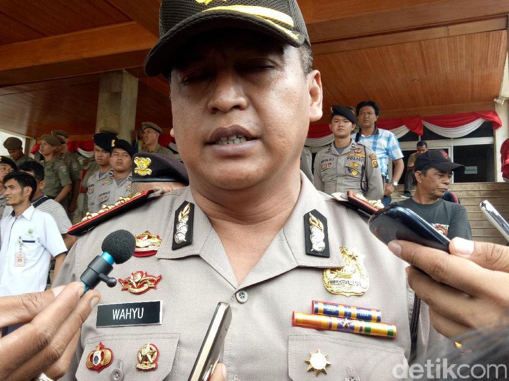 Oknum Polantas Palembang yang Pungli Didemosi, Senjata Ditarik