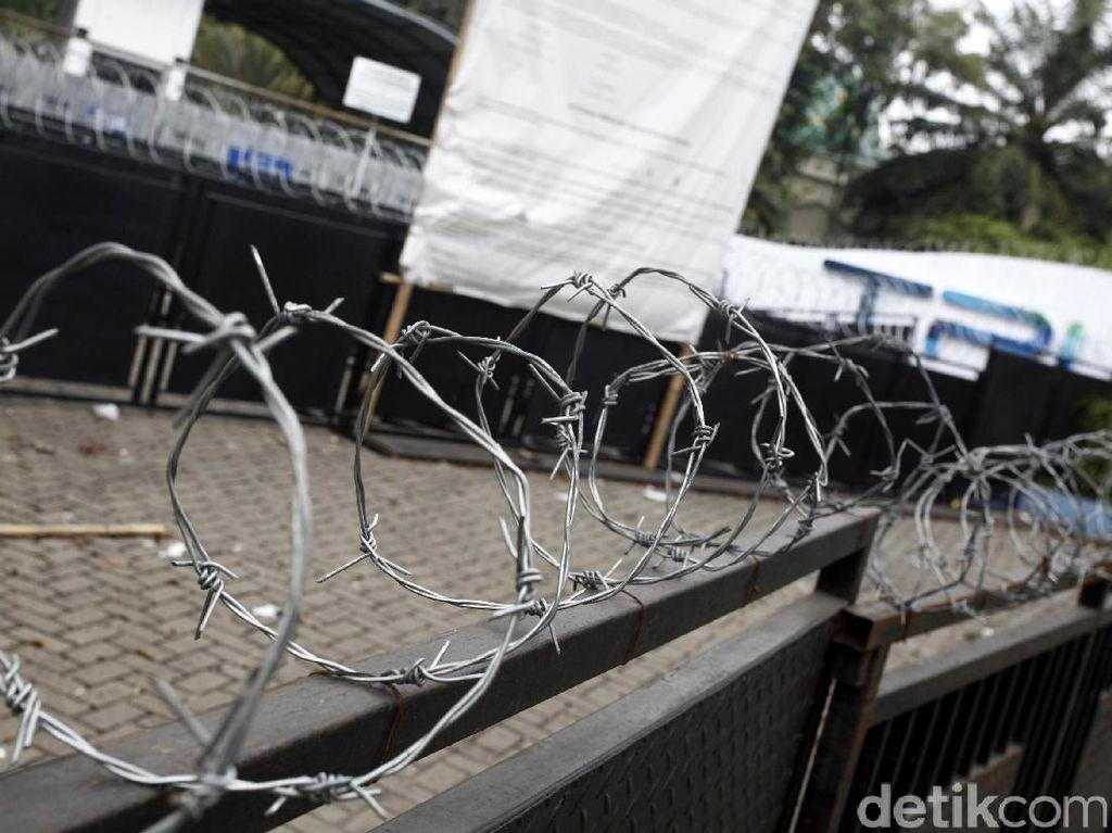 Gedung TPI Dipagar 4 Lapis dan Kawat Berduri