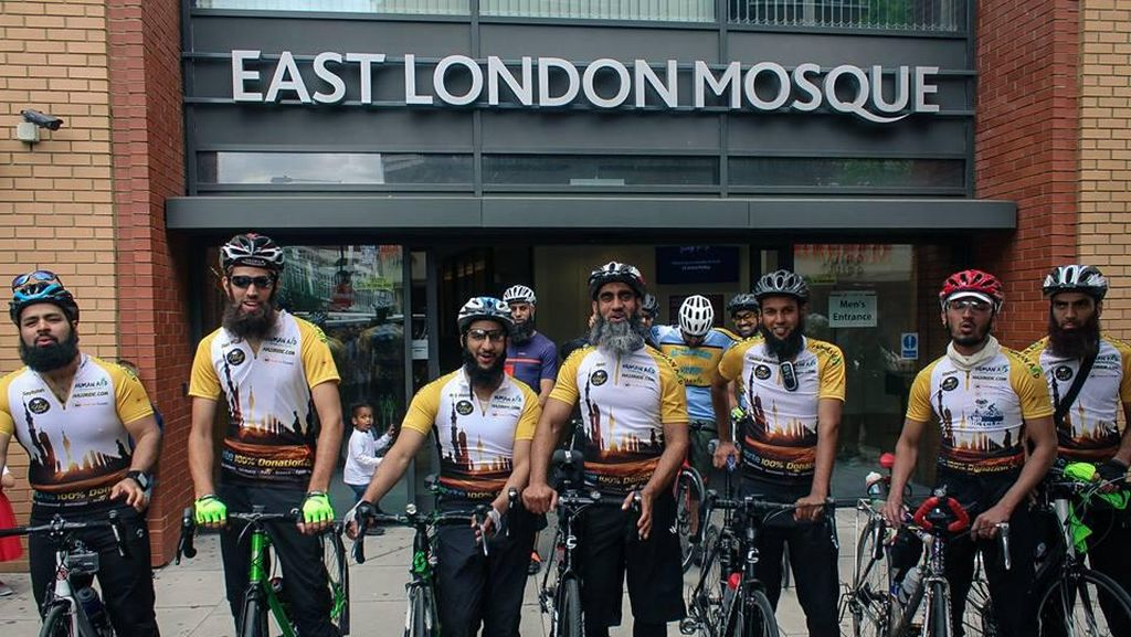 8 Pesepeda Naik Haji Gowes 3.500 Km Hebohkan Facebook