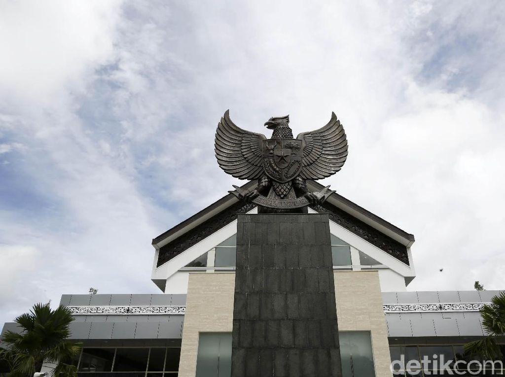 Potret Perbedaan Pos Entikong Indonesia dan Pos Tebedu Malaysia