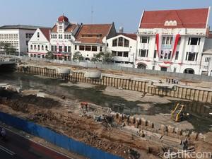 Foto: Renovasi Kali Krukut di Little Amsterdam Jakarta