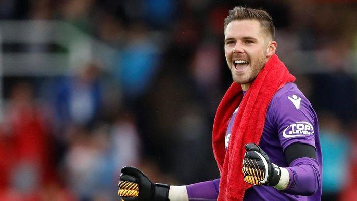 Jack Butland bisa menjadi target Chelsea. Stoke City baru saja terdegradasi, hingga Butland menjadi target yang pas. (Foto: Carl Recine/Reuters)