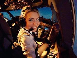 Muda dan Cantik, Pilot Ini Juga Hobi Traveling