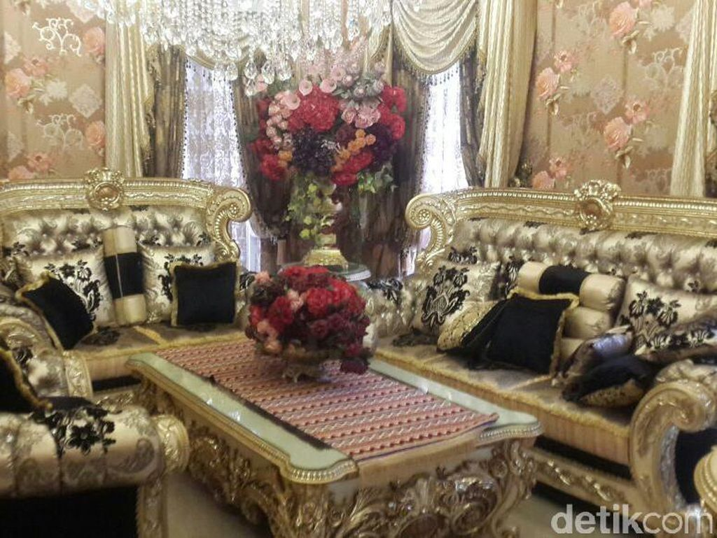 3 Rumah Terheboh: Istana Bos First Travel, Dirjen Hubla dan Saracen