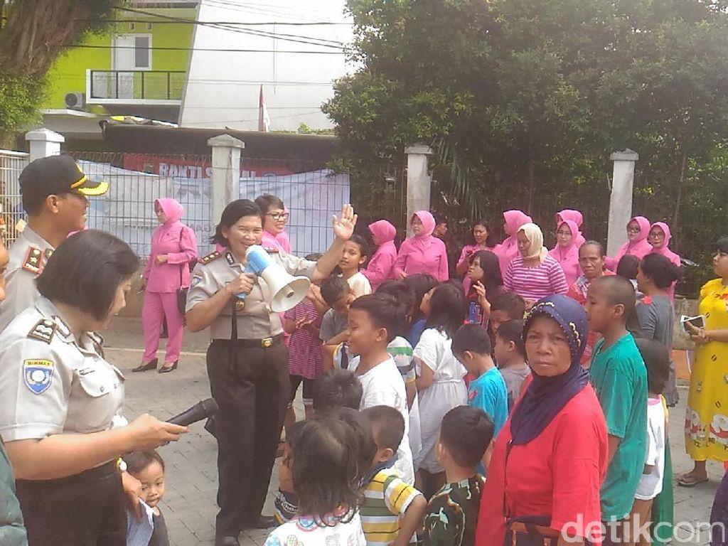 Ibu Bhayangkari Beri Bantuan ke Korban Kebakaran di Kebayoran Lama