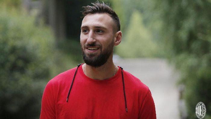 Antonio Donnarumma (kiper, 27 tahun). Kakak dari kiper utama Milan, Gianluigi Donnarumma, ini direkrut dari Asteras Tripolis dengan transfer sekitar 300 ribu euro. (Foto: Twitter @acmilan)