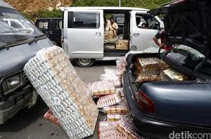 Berjejal Barang-barang Malaysia Masuk Indonesia via PLBN Entikong
