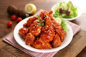 Yuk, Ngemil <i>Chicken Wings</i> Berbalut Keju dan Saus Thailand Malam Ini!