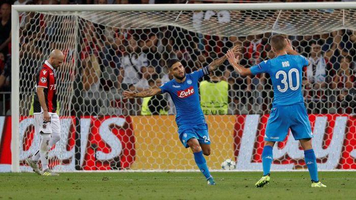 Napoli (Italia) sukses menyisihkan Nice (Prancis) dengan agregat 4-0. Klub berjuluk Partenopei itu menang 2-0 di leg kedua play-off. Foto: Eric Gaillard/Reuters