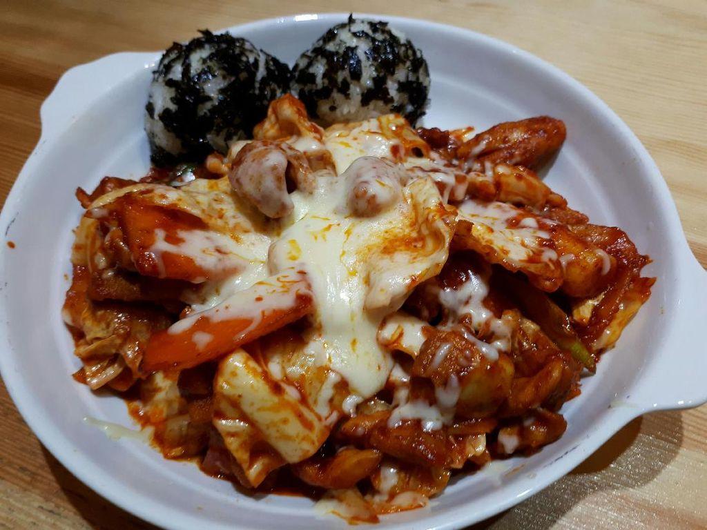 An.Nyeong: Ada Sup Iga Korea yang Gurih dan Ayam Berlelehan Keju di Sini