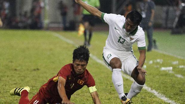 Febri Haryadi berhasil mencetak gol indah ke gawang Kamboja.