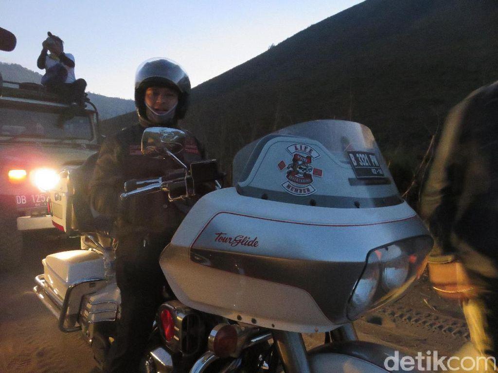 Ferry Maryadi Jatuh-Bangun Naik Harley-Davidson di Pasir Bromo