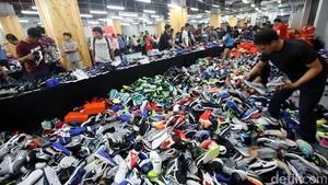 Saat Gerai Nike Berubah Jadi Lautan Sepatu