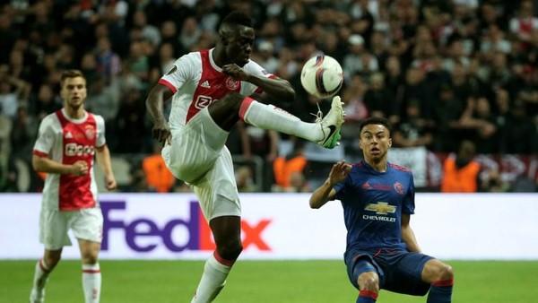 Tottenham Datangkan Gazzaniga dan Davinson Sanchez