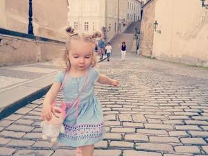 Foto: Gaya Menggemaskan si Kecil Saat Traveling