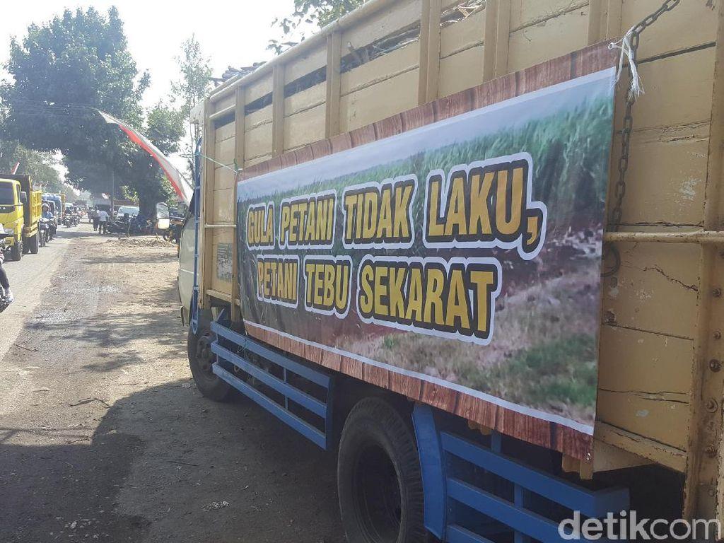 Petani Tebu di Malang Demo Tolak PPN 10 Persen