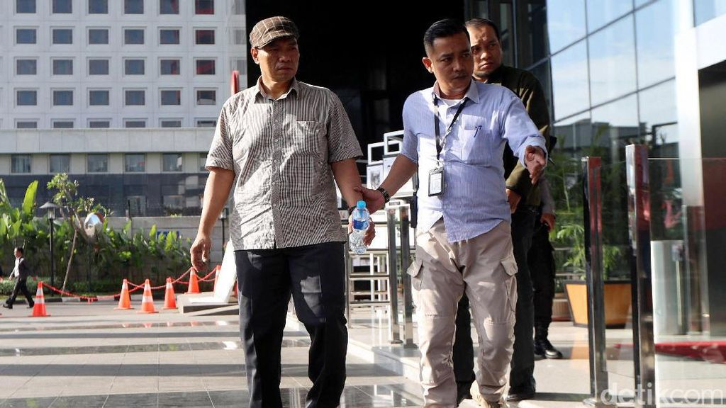 2 Terduga Pelaku OTT Pejabat Kemenhub Tiba di KPK