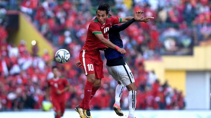 Ezra Walian masuk di awal babak kedua dan langsung mencetak gol untuk Indonesia (AntaraFOTO/Sigid Kurniawan)