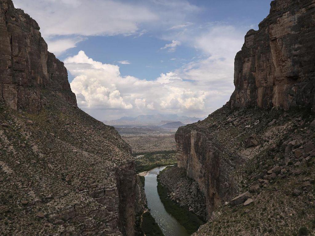 Kesal Soal Debat Tembok AS-Meksiko, Trump: Tembok Adalah Tembok!