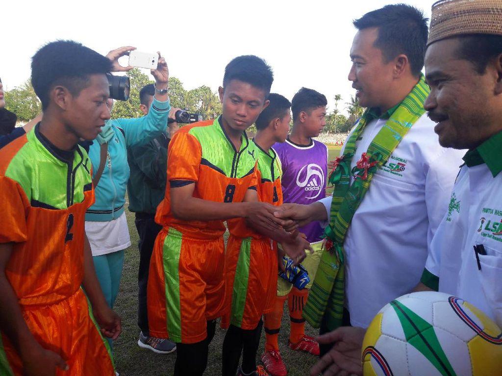 Menpora Hadiri Kick-off Liga Santri Nusantara