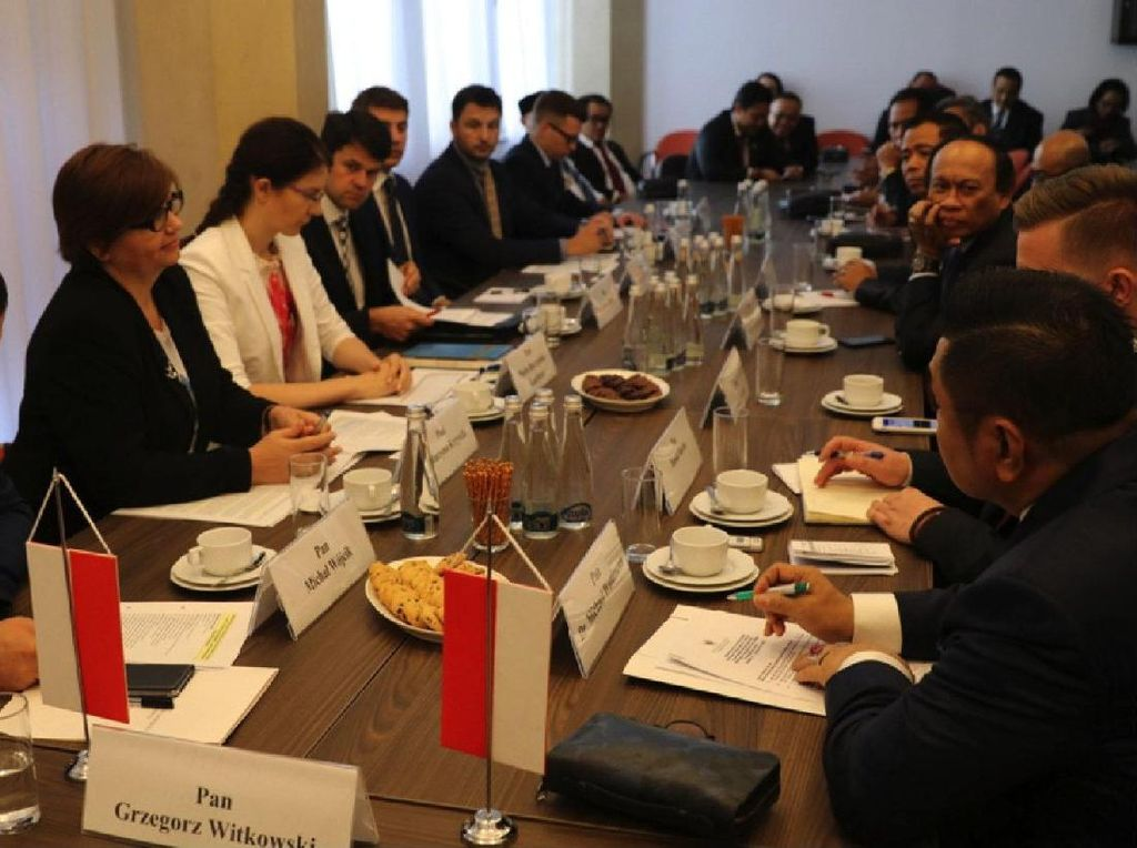 Komisi V DPR ke Polandia Bahas Transportasi