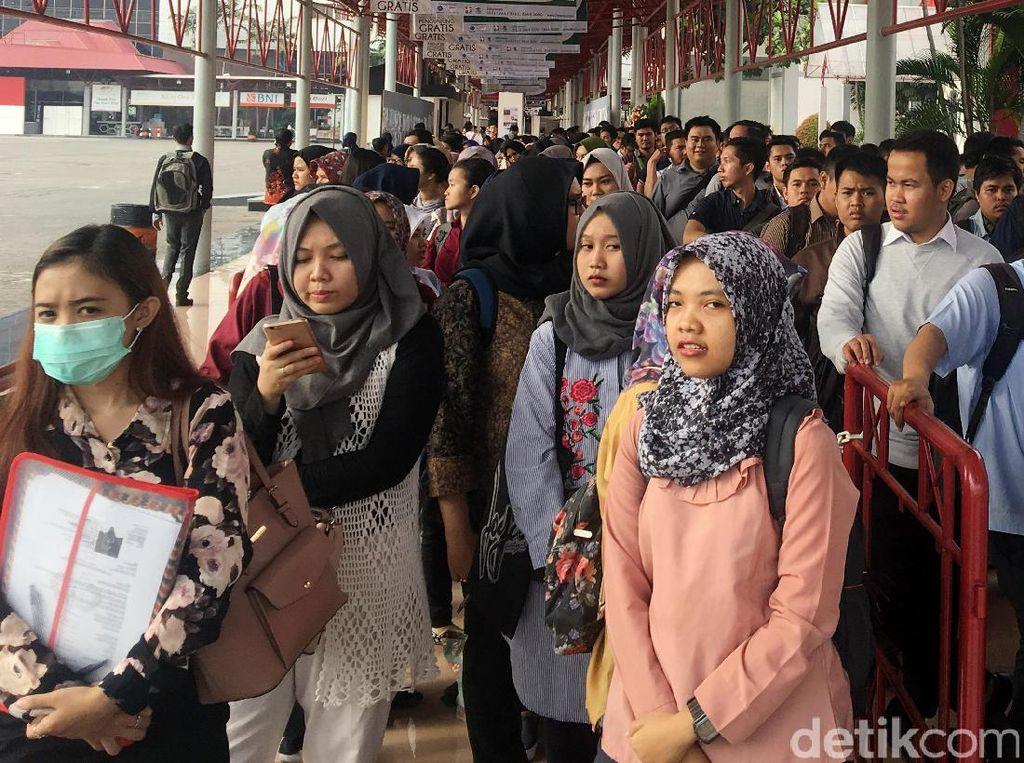 Ratusan Orang Berburu Lowongan Kerja di Jobfair Kemayoran