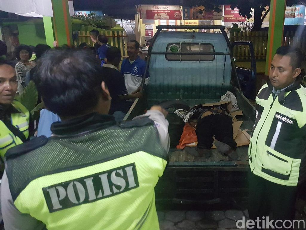 Truk Angkut Crane Seruduk 6 Motor di Karangploso, 4 Orang Tewas