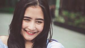 Makeup Sendiri, Prilly Latuconsina Tetap Cantik Kok!
