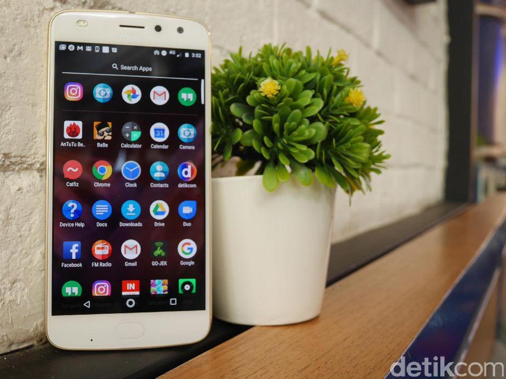 Moto Z2 Play, Ponsel Modular Ramping yang Tahan Lama