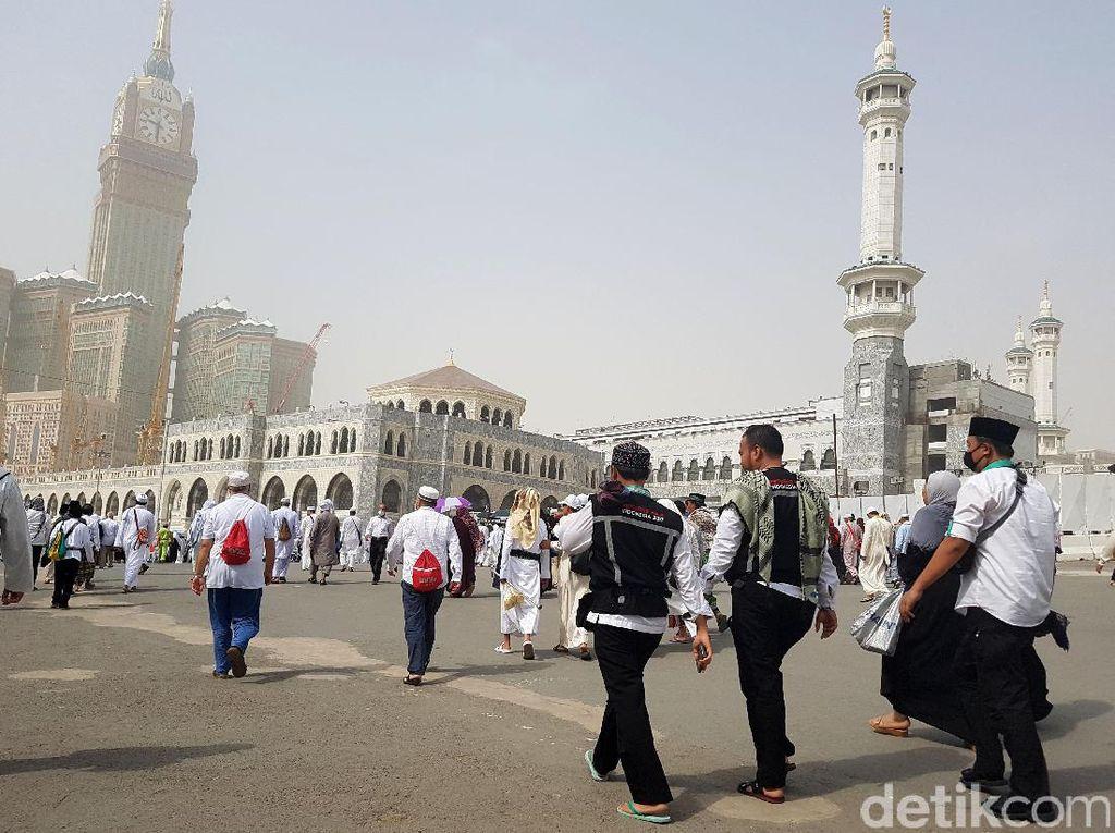 Duh Terjun Bebas Kok di Masjidil Haram