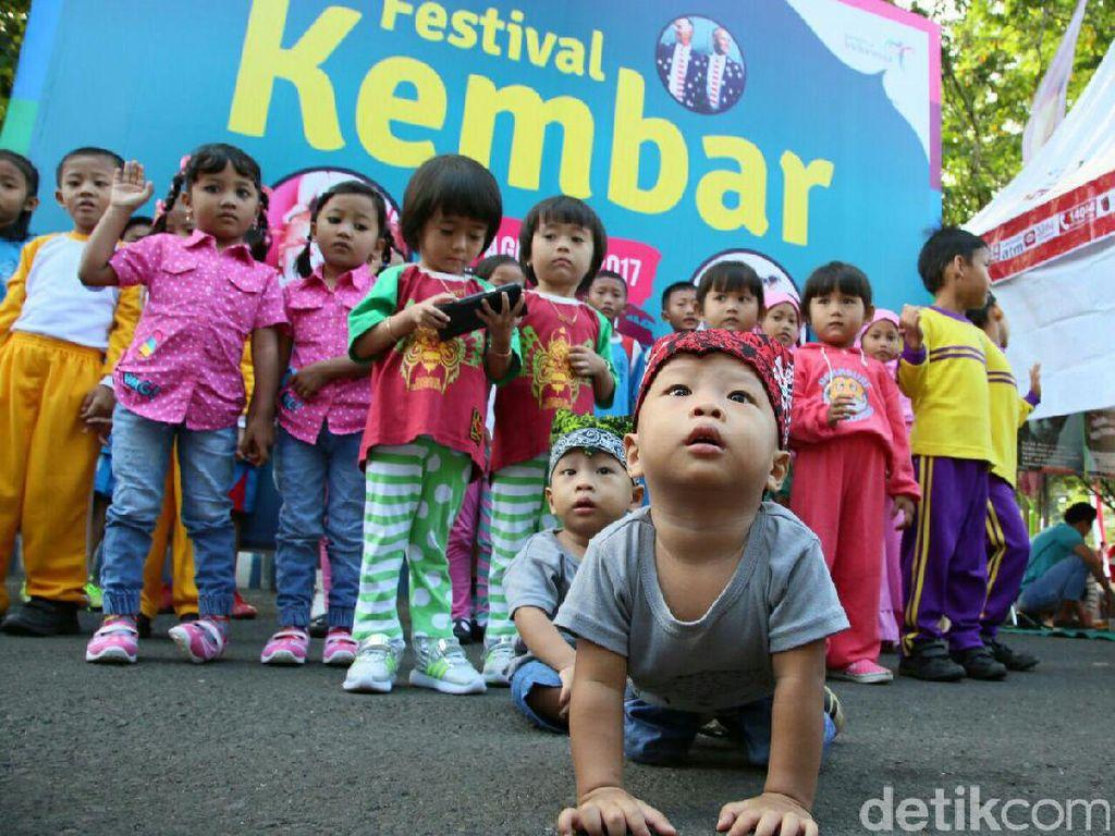 Saat Ratusan Orang Kembar se-Banyuwangi Berkumpul dalam Festival