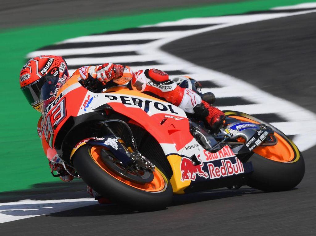 Mainan di Tangan Kiri Pebalap MotoGP dan Isi Dasbor Motornya