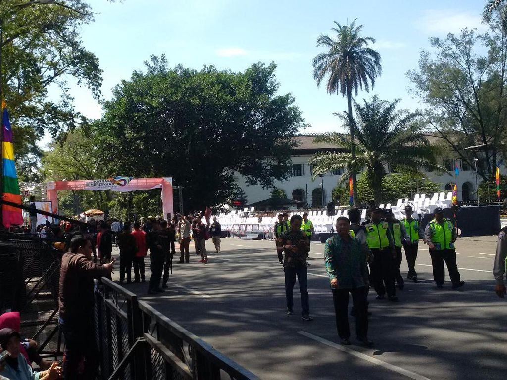 Warga Mulai Berdatangan ke Lokasi Karnaval Kemerdekaan di Bandung