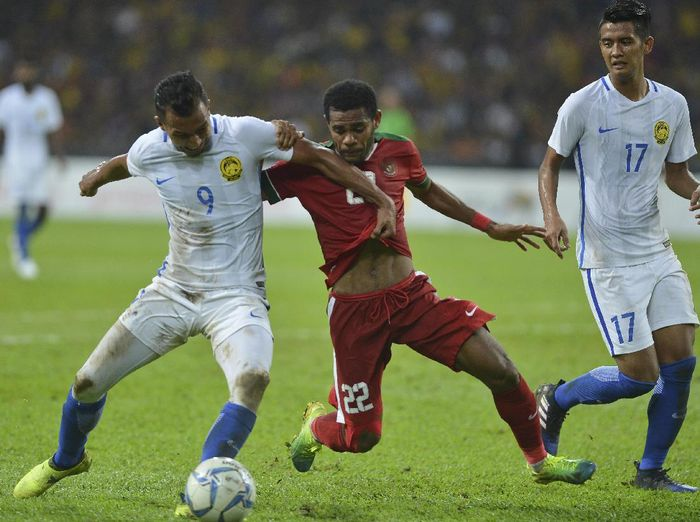 Indonesia tersingkir setelah kalah 0-1 saat menghadapi Malaysia di Stadion Shah Alam, Sabtu (26/8/2017) malam, di semifinal SEA Games 2017. Foto: Wahyu Putro A/Antara Foto