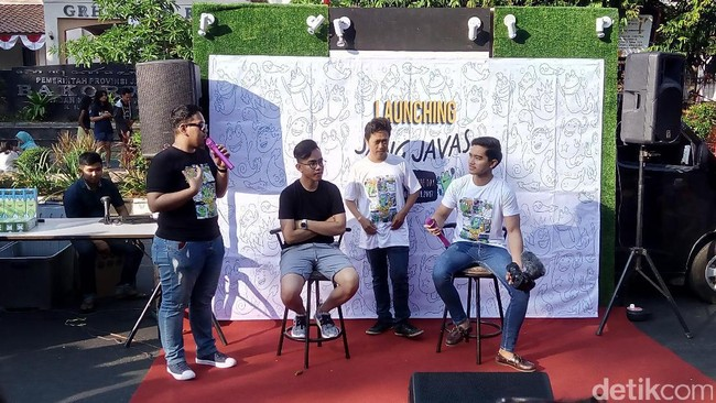 Manfaatkan CFD, 2 Putra Presiden Jualan Kaus di Jalanan Solo