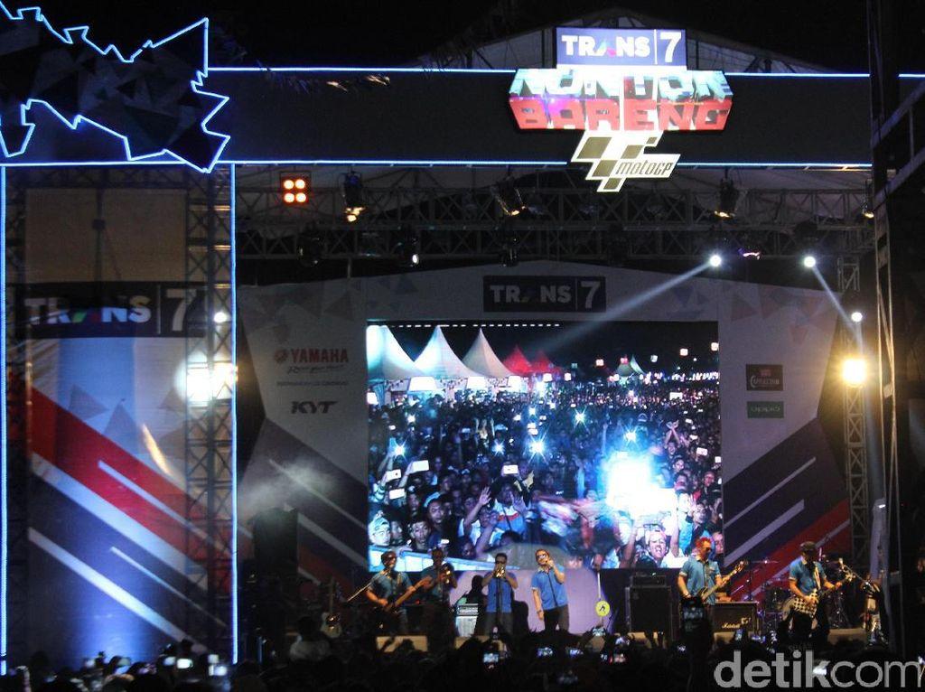 Warga Denpasar Ramaikan Nobar MotoGP di Bali