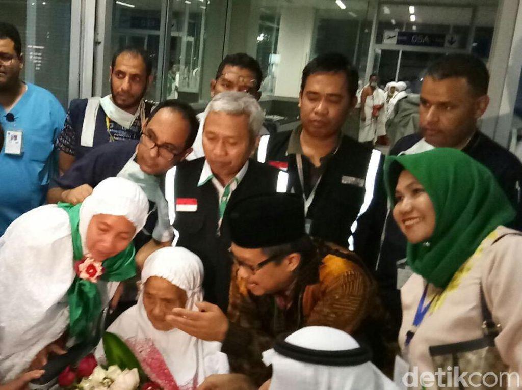 Baiq Mariah, Jemaah Tertua Berusia 104 Tahun Tiba di Jeddah