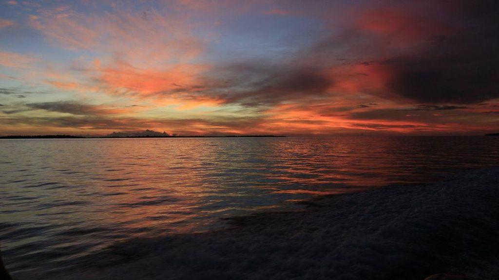 Foto: Senja Kepulauan Widi, Maldives Lewat!
