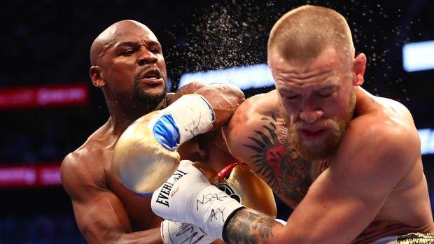 Mayweather Jr pernah mengalahkan Conor McGregor dalam pertarungan tinju. (