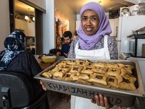 """Sering Masak untuk Orang Tak Mampu, Nenek Ini Dijuluki """"Muslim Mother Teresa"""" di Kanada"""